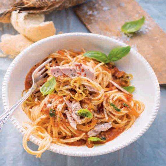 Spaghetti mit Tomaten-Thunfisch-Sauce